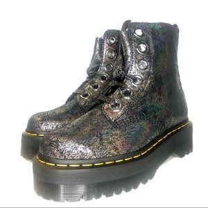 Dr. Martens Molly Crackle Boot